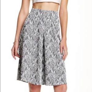 Floral Everleigh skirt, sz XL, beautiful!
